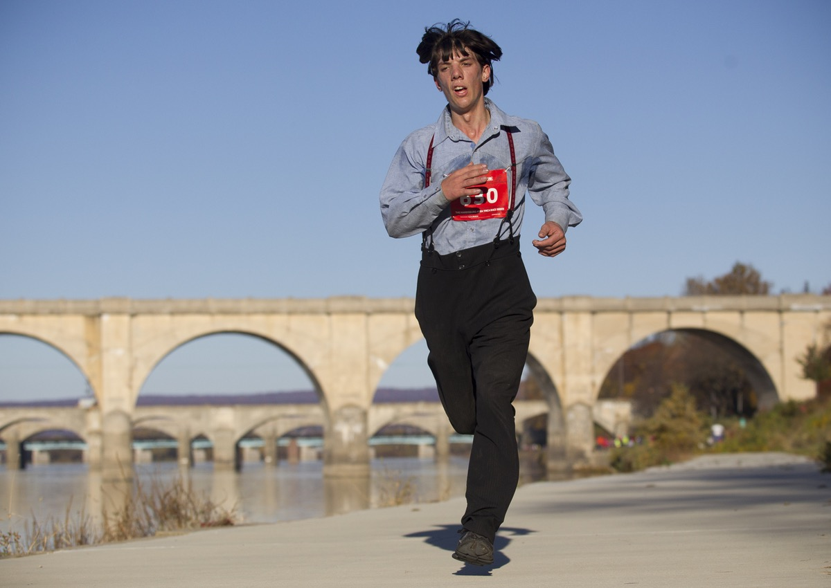 A Runner in Traditional Amish Garb